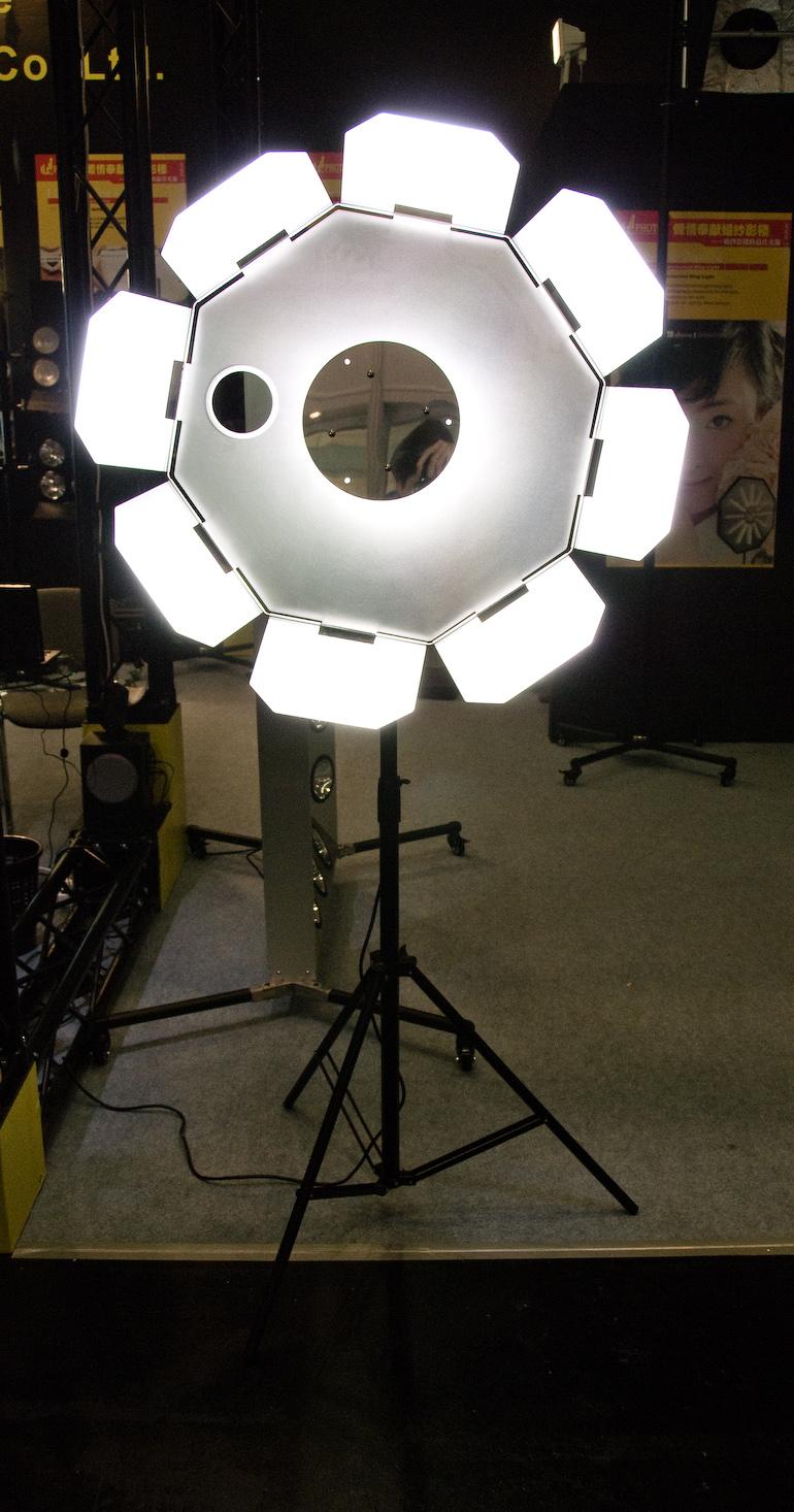 Großes Ringlicht mit Spiegel - Photokina 2008