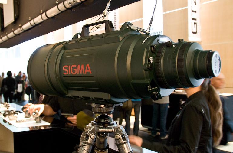 Objektiv oder Raketenwerfer? Sigma 200-500mm 1:2,8 / 400-1.000mm 1:5,6 APO EX DG  - Photokina 2008