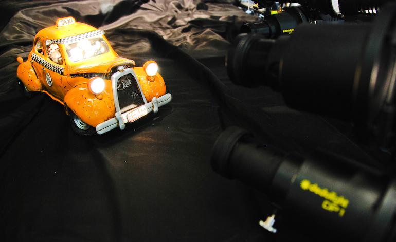 Spielzeugauto mit Dedolights zum Leuchten gebracht - Photokina 2008
